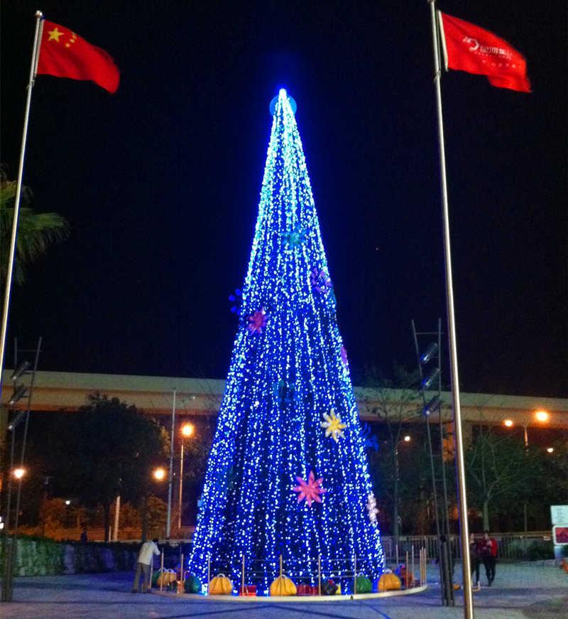 大型户外圣诞树安装