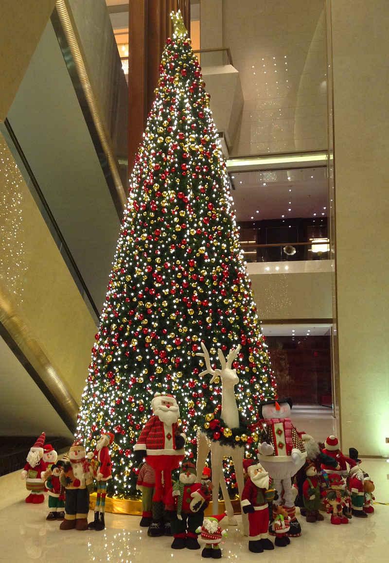 酒店圣诞装饰布置方案 万豪酒店圣诞方案图片