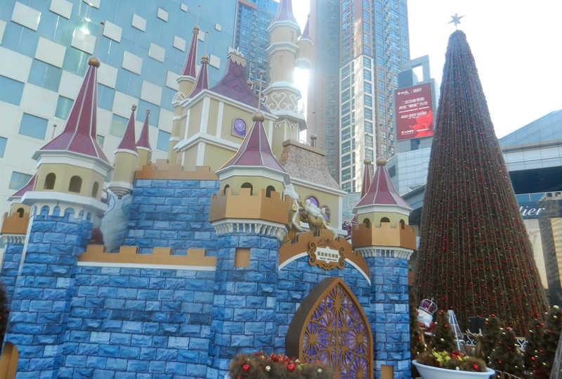 万象城古堡与圣诞树