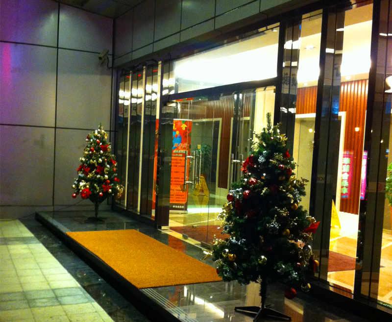 酒店门口圣诞树