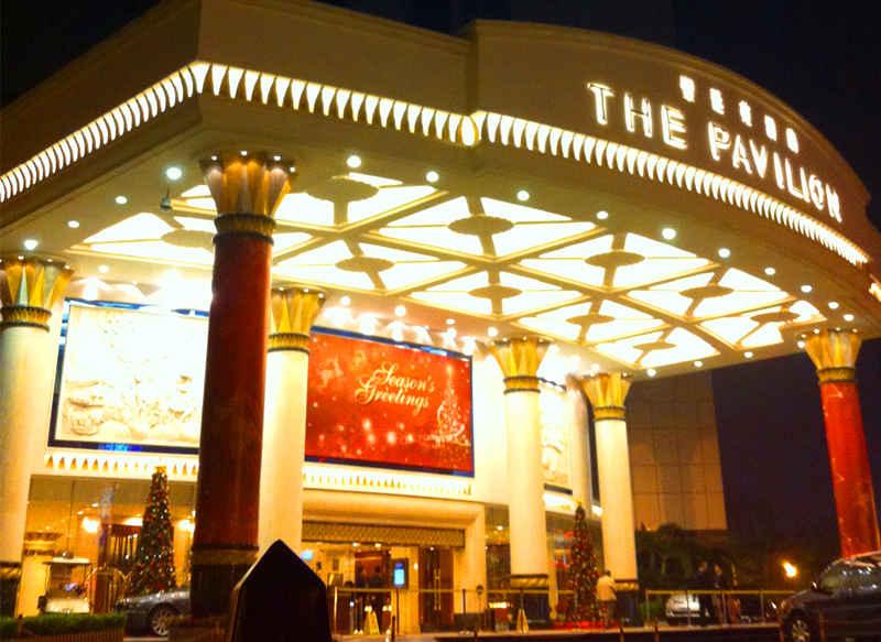 圣庭苑酒店大门口圣诞布置