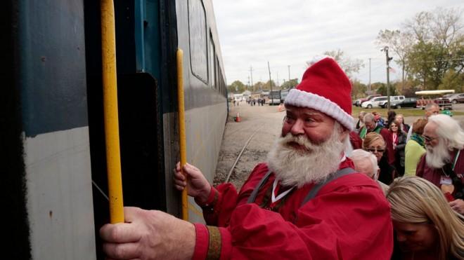 圣诞老人齐聚美国
